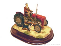 Leonardo Welcome Home Red Massey Ferguson 35X Tractor Country Figurine